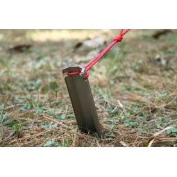 Vargo Titanium Dig Dig Tool in der Verwendung als Zelthering