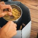 Solo Stove Windscreen beim Kochen im Einsatz