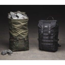 Savotta Jäger Mini Rucksack mit Steinen vollgepackt
