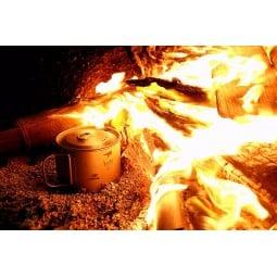 Keith Titanium 900ml Topf ans Feuer gesetzt