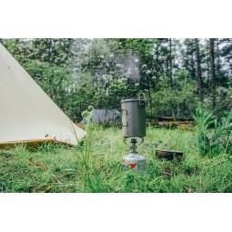 Keith Titanium Multifunktionskochtopf auf Kocher vor Zelt