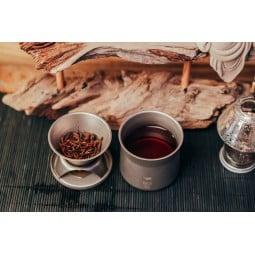 Keith Titanium Kaffee & Tee Filter mit Tee im Einsatz