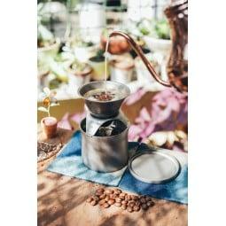 Keith Titanium Kaffee & Tee Filter mit Kaffee im Einsatz