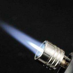 Soto Pocket Torch Nahaufnahme gezündet