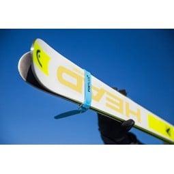 Fixplus Spannband 46 cm an Skiern befestigt