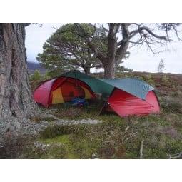 Hilleberg Tarp 10 UL Grün als geschütztes Verbindungsdach zwischen zwei Zelten