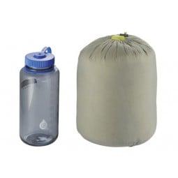 Therm-a-Rest Corus 32 Quilt Packmaß verglichen mit einer 1L Nalgene Weithalsflasche