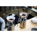 Snow Peak Field Barista Kettle im EInsatz mit aufgesetzten Kaffeefiltern