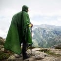 Nigor Tarp Poncho SUL Grün im Einsatz mit Rucksack