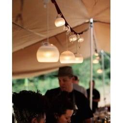 Hozuki Lantern aufgehängt mit kleineren Mini Hozukis im Hintergrund