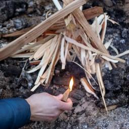 UCO Feuerstarter Kit Sweetfire Tabs im Einsatz