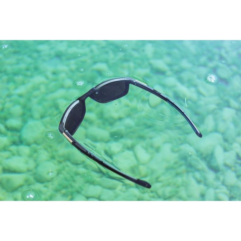 Julbo Paddle Sonnenbrille - Tausende Lufteinschlüsse im Rahmen machen die Paddle schwimmfähig