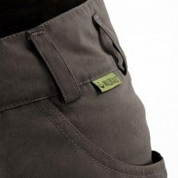 Waldkauz Rauhbein Hose anthrazit Detail Einschubtasche und Logo