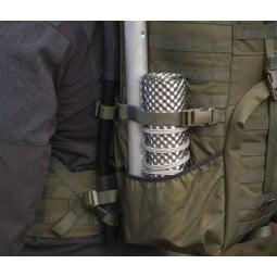 Savotta Hawu Rollkamin verpackt im Außenfach des Jäger 2 Rucksack