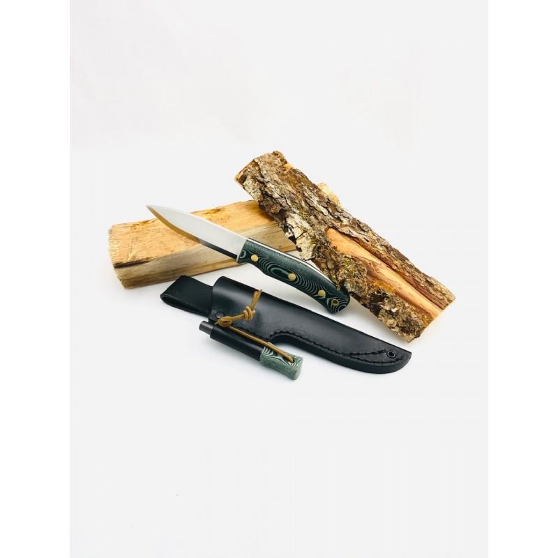Casström No. 10 Swedish Forest Knife Micarta Beispielbild mit Holzscheiten