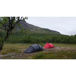 Hilleberg Anjan 3 GT Zelt neben einem Anjan Zelt ohne GT Apsis