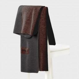 Mufflon Blanket LR über eine Stuhllehne gelegt