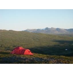 Hilleberg Saitaris Zelt Rot in den schwedischen Bergen aufgebaut