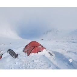 Hilleberg Saitaris Zelt Rot im Schnee