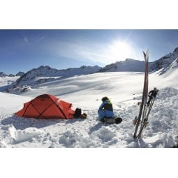 Hilleberg Saivo Zelt im Schnee aufgebaut