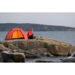 Hilleberg Soulo Zelt Rot auf einem Fels