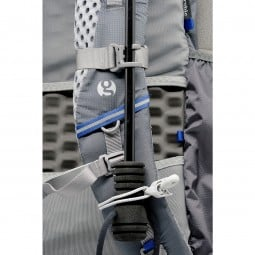 Gossamer Gear Handsfree Umbrella Clamp mit Schirm befestigt