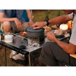 Aluminium Nonstick Cooker 1500 mit separat erhältichem WIndschutz und Gaskocher im Einsatz
