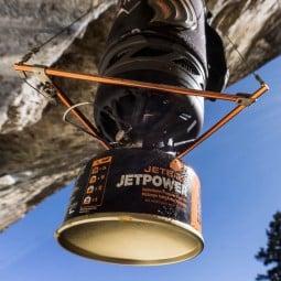 Jetboil Hanging Kit mit Kochsystem darin von unten betrachtet