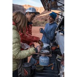 Jetboil Hanging Kit im Einsatz für eine Kochstelle am Kofferraum