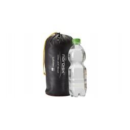 Nordisk Lofoten 2 ULW Zelt Packmaß verglichen mit einer Halbliter PET Flasche