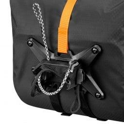 Ortlieb Handlebar Pack QR beispielhafte Ansicht, wie die Befestigungsschnüre fixiert sind