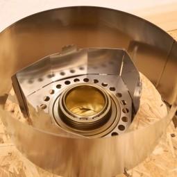 Clikstand T-2G Kocherstand in Verwendung mit Spiritusbrenner und Windscreen (nicht im Lieferumfang enthalten)