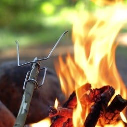 Light My Fire Opas Grillspieß auf Stock gesetzt