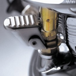 Petromax HK 500 Laterne Detailansicht Zündung