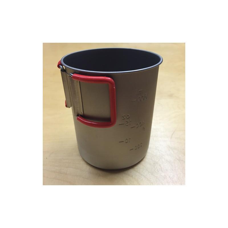 Evernew Titanium Cup 760 FD mit eingeklappten Griffen