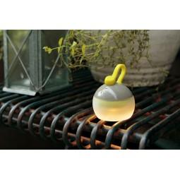 Snow Peak Mini Hozuki LED-Lampe im Garten