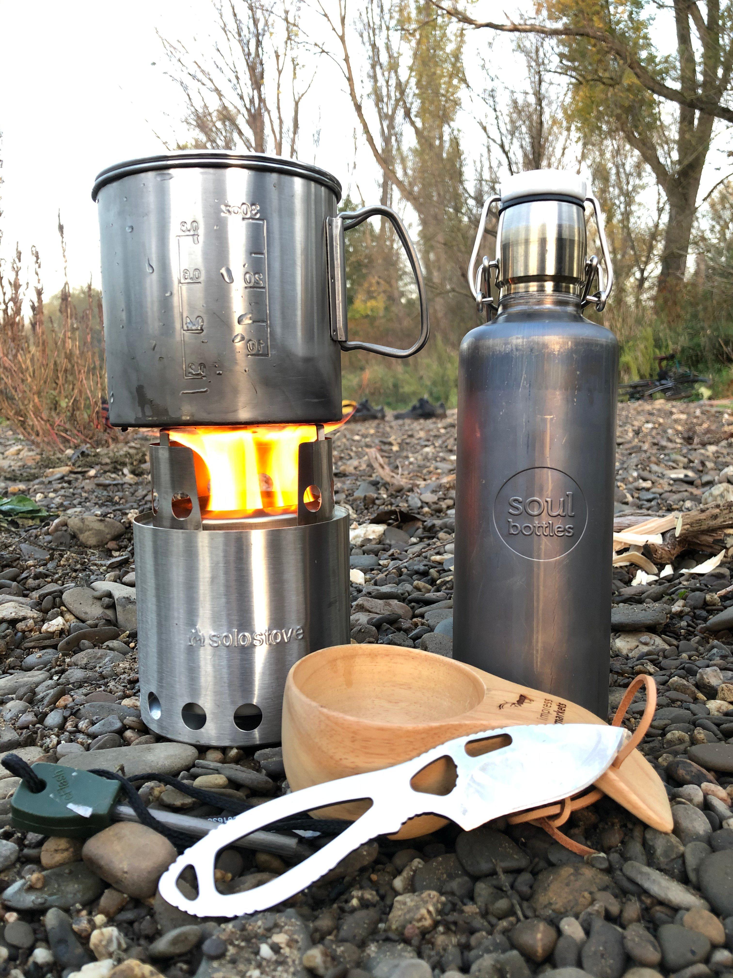 Outdoor Küche im Einsatz mit Feuer