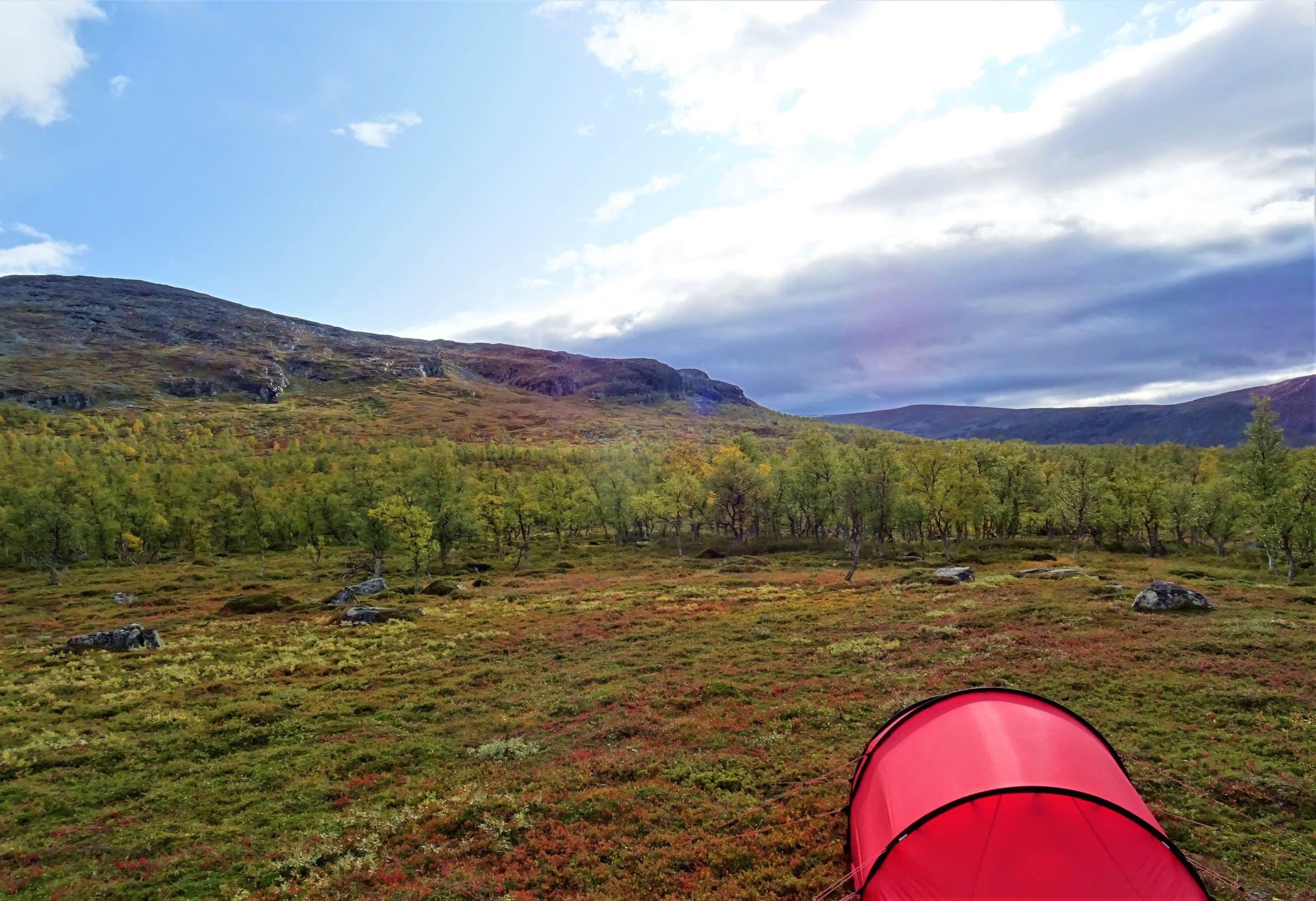 Zelten in der Berglandschaft