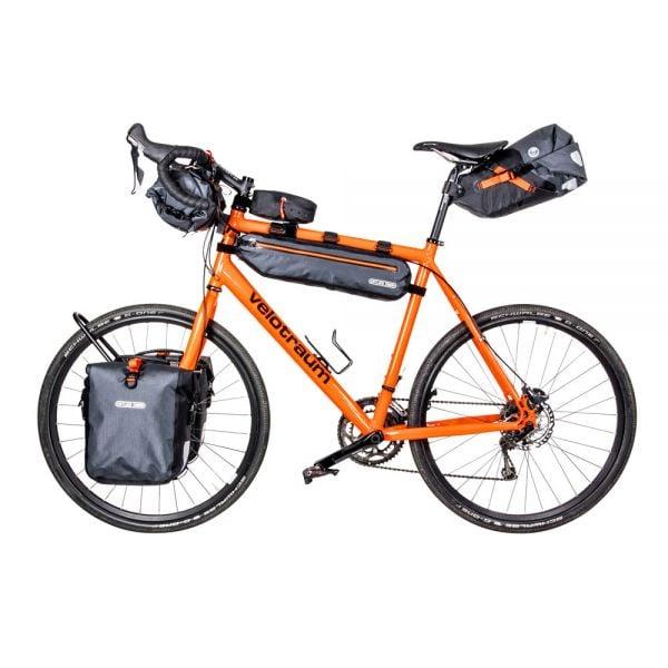 Fahrrad mit Bikepacking Taschen von Ortlieb