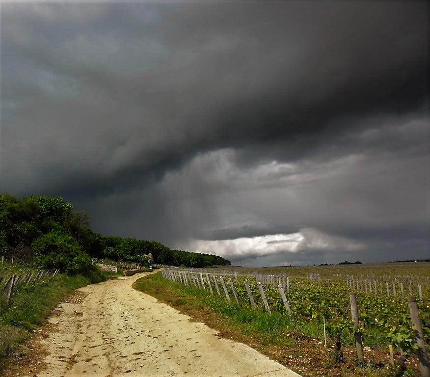 Regenfront auf dem Jakobsweg