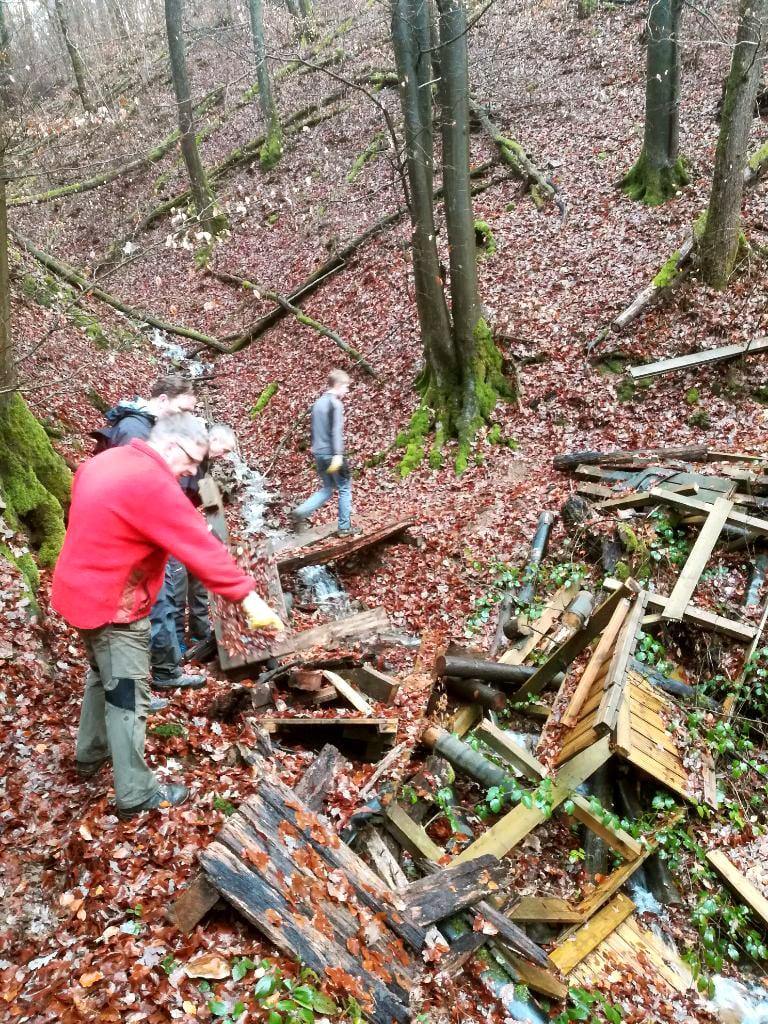 Schutt im Wald bei Dattenfeld